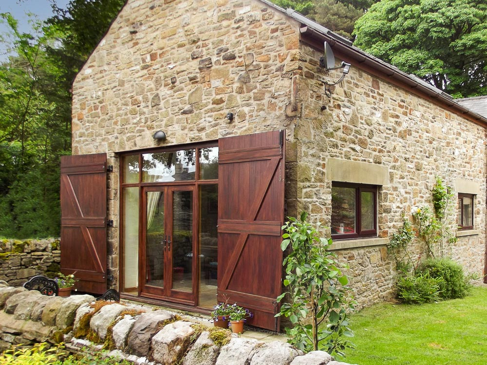 Toll Barn Cottage - Converted barn accommodation in The Peak District